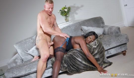 Красивая негритянка соблазнила любовника на секс
