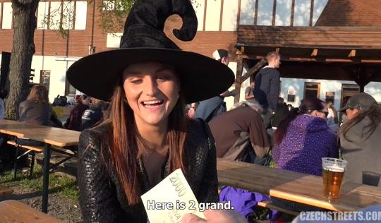 Красивое порно - Пикапер оттрахал грудастую ведьму посреди улицы