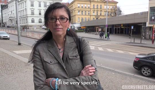 Секретарша не дошла до работы и потрахалась с незнакомцем