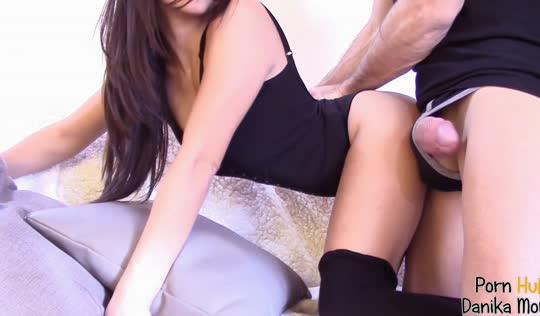 Шикарная красотка в чулках занимается анальным сексом со своим парнем