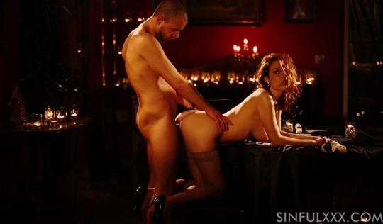 Парень проводит вечер, трахая роскошную проститутку