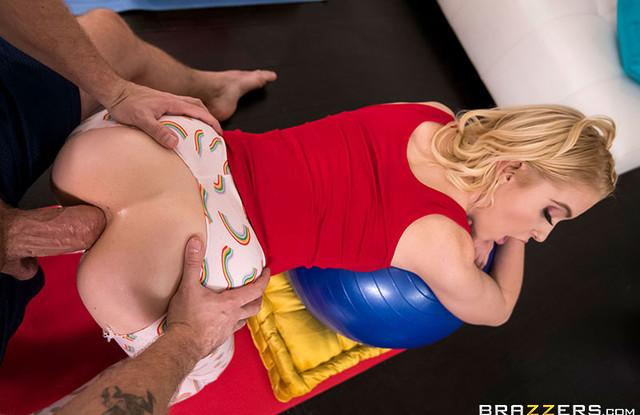 Красивое порно - Тренер устроил молодой девушке урок анального секса