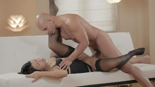 [X-ART] Секс с самой сексуальной девушкой X-Art - брюнеткой Джиной