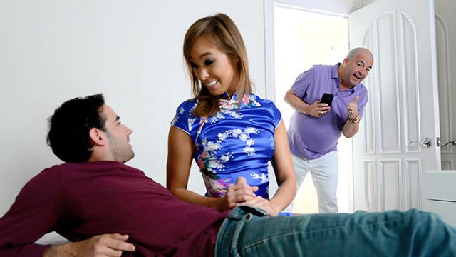 Женщина любит своего мужа, но родной сын трахается значительно лучше