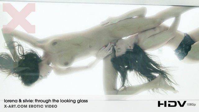 Креативная съемка секса с лесбиянками Silvie и Lorena