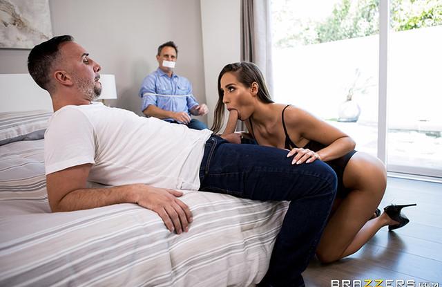 Связанный муж наблюдает за изменой жены и сходит с ума от ревности