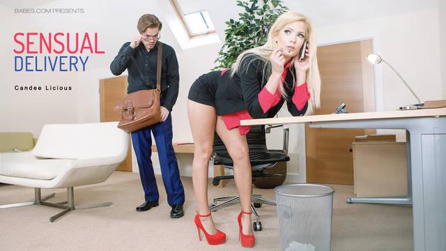 Похабная блондиночка совокупляется в офисе с озабоченным курьером