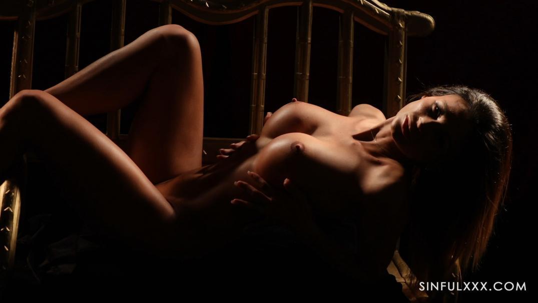 Стриптизерше захотелось секса на стуле с мужественным пошлым клиентом