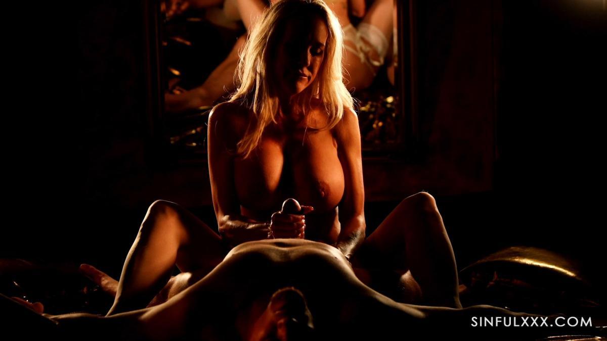 Красивое порно с изменой от гламурной блондинки привело к оргазму